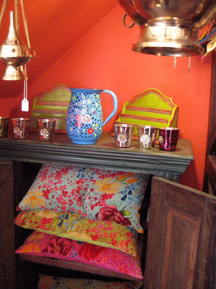 Indian-inspired colors to make the room pop