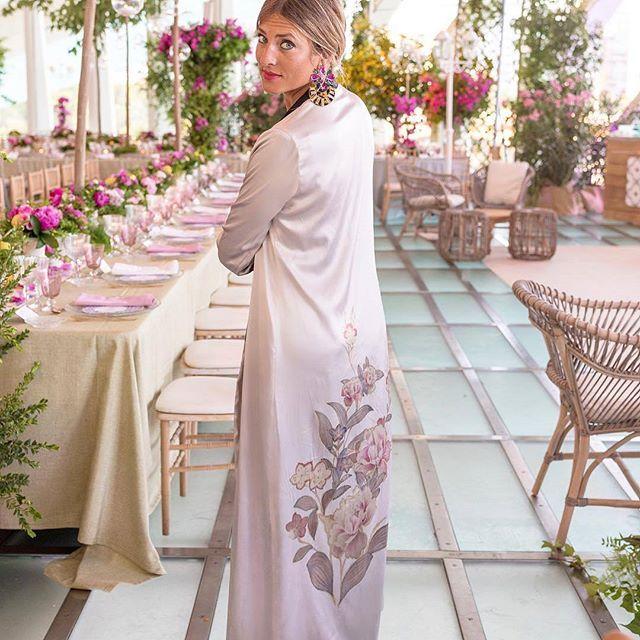Invitadas con bata de seda 💕 #disoñandobodas #disoñando #wedding #bbc #invitadas #guest #estilo #style #fashion #outfit #invitadaperfecta #invitadaconestilo #kimono