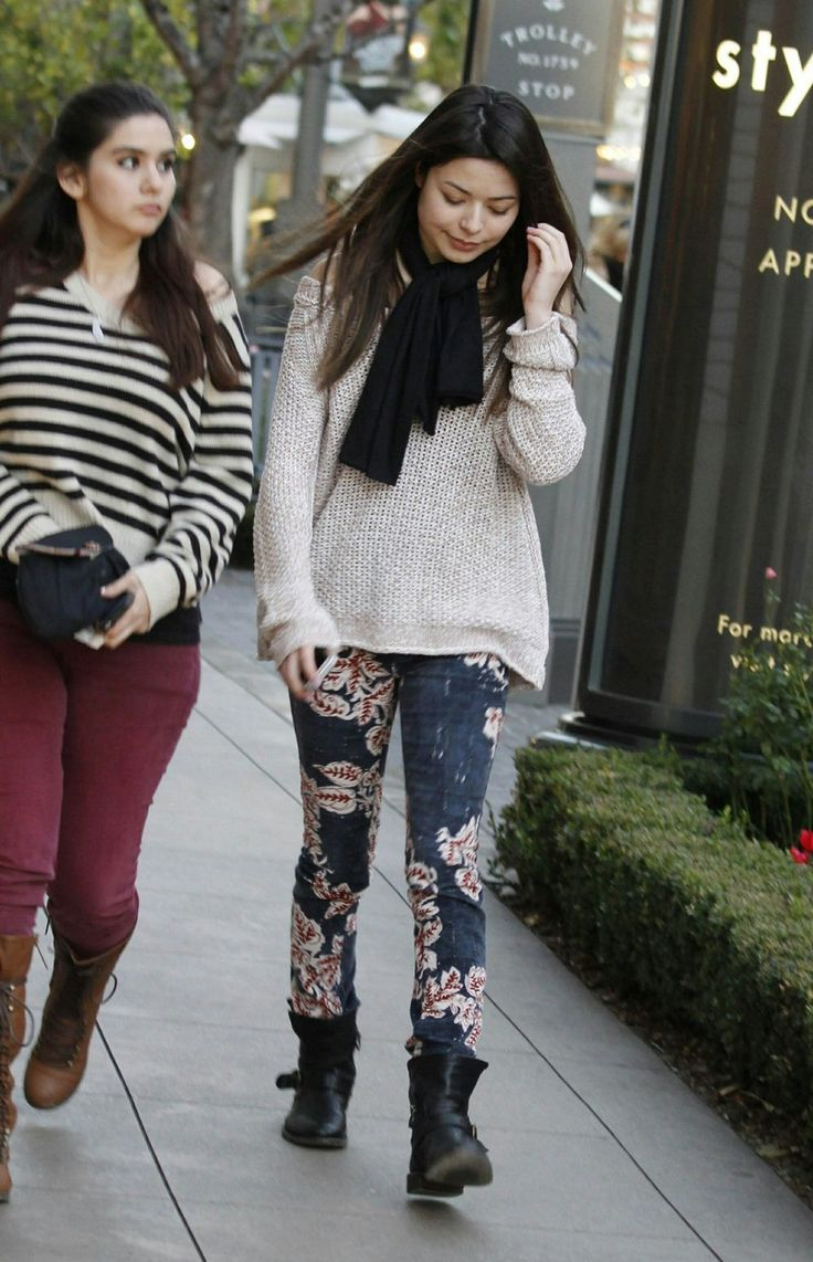 Miranda Cosgrove - Candids in Hollywood January 2013