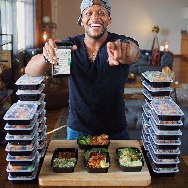 FINALLY! My new #mealprep project is here - introducing #MealPrepPro (link in bio), a week's worth of healthy food in under 2 hours plus… 1) set calorie goals for you AND your partner for each recipe so you get healthy with your boo; 2) tweak your macros; 3) swipe thru each step of a recipe with a micro-video demo; and much more! Already featured in the UK AppStore! Tag a friend, DOWNLOAD it then comment below your favorite feature so far! Boom. (traduccion abajo) ----- POR FIN! Mi nuevo…
