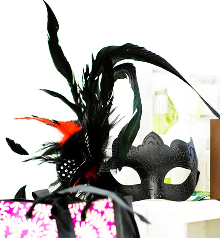 Dramatic fascinator and matching mask from Notting-Hill.ca. Enter to win a $ 300 #NottingHill gift card http://theprov.in/nottingcontest #contest