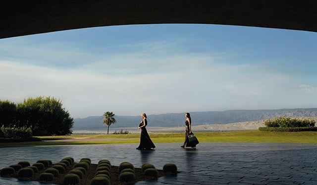 Полная версия кампании Louis Vuitton The Spirit of Travel с Алисией Викандер и Мишель Уильямс (фото 1)
