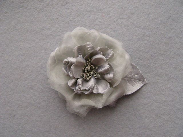 746111 1406101 - Růže se špendlíkem