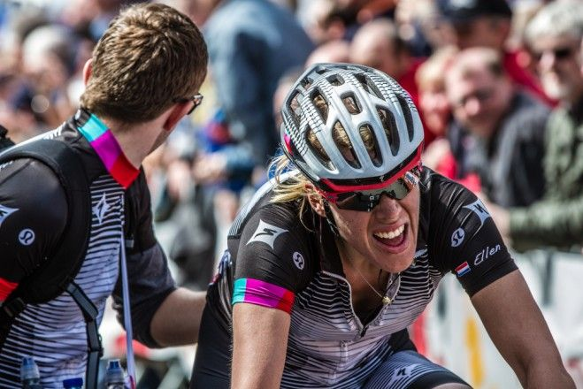 Winning and Losing - A look back at 2013 Ellen van Dijk shows the true test of the Muur de Huy on her face after a hard chase on the heels of race winner Marianne Vos at Flèche Wallonne. Photo: BrakeThrough Media | VeloNews.comgg