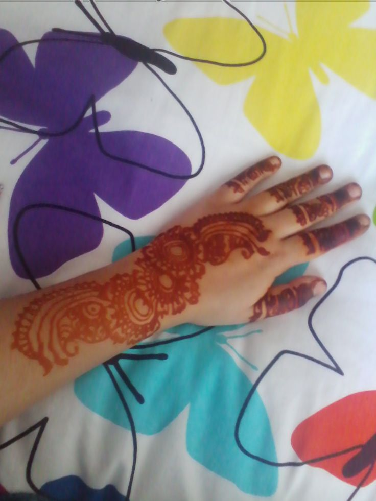 left the henna on for 12 hours henna cone called 'asli mehak dulhan henna' you can buy this henna cone from your local 'Bombay looks' #mehndi #henna #12hourstain #wedding #art #hand #backofhand #bombaylooks #india