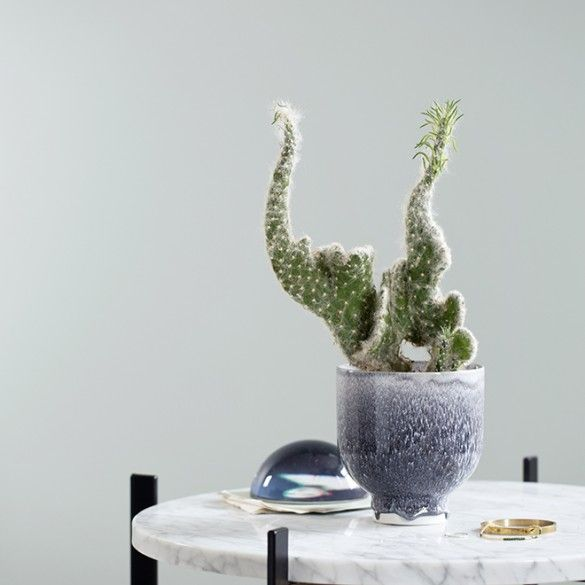 Plant beautiful green plants or flowers in your Kähler flowerpots. For example, use this beautiful heather Unico flowerpot, which is the result of collaboration between Kähler and Anders Arhøj.