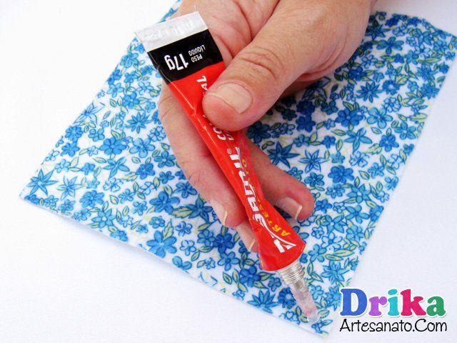 Veja como é fácil fazer um charmoso porta lenço com feltro e sem usar máquina de costura. Artesanato passo a passo e com muitos detalhes.