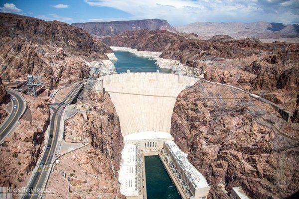 Photo of the Hoover Dam on the bearder of Nevada and Arizona, USA