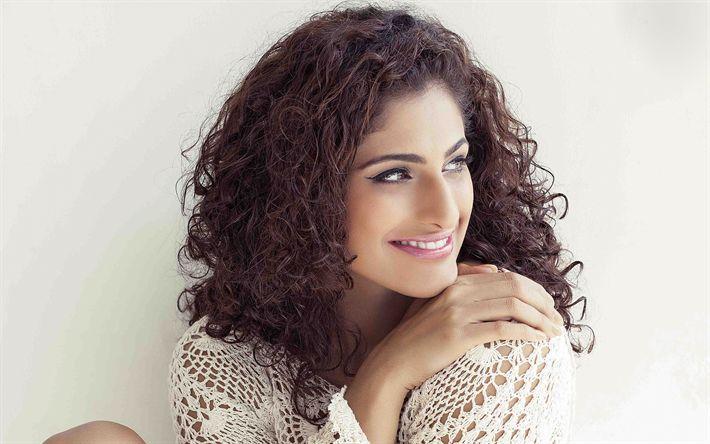 Download imagens Kubbra Sait, A atriz indiana, 4k, modelo de moda, sorriso, casaco de malha, bollywood, retrato