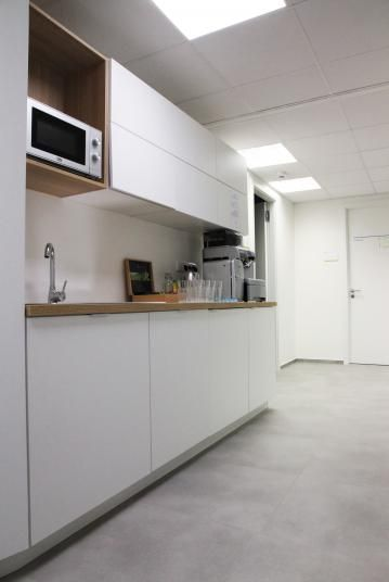 Odolná vinylová podlaha Simplay - zázemí společnosti Scott and Weber, Praha / Simplay vinyl flooring at commercial kitchen space. http://www.bocapraha.cz/cs/reference-detail/90/scott--weber-praha/