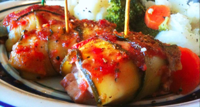 Arrolladitos-de-zucchini-rellenos-en-salsa-de-tomate  http://artistasargentinos.com/arrolladitos-de-zucchini-rellenos-en-salsa-de-tomate/