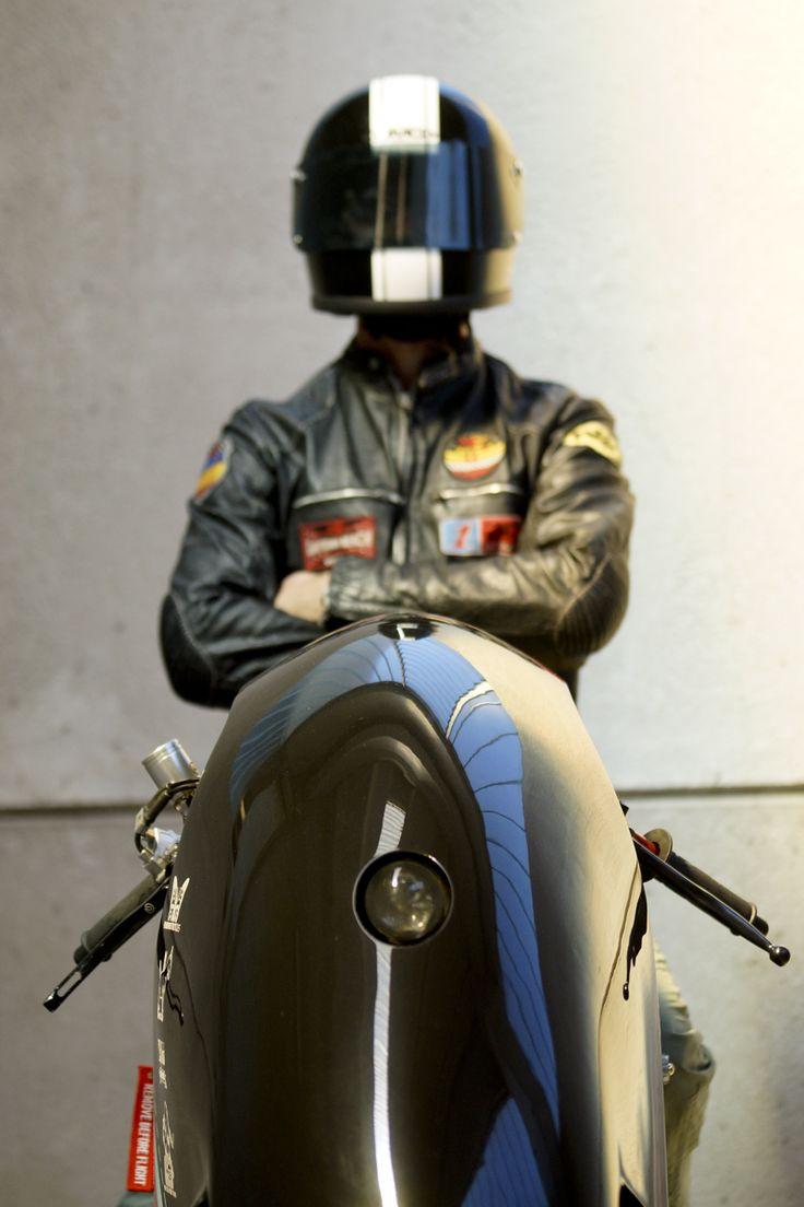 La Cherry Salt di Plan B Motorcycles l'avete sicuramente già vista a Glemseck, ma noi non ci siamo ancora stancati di parlarne. Un gioiellino di creatività e artigianalità. E poi, quando l'accendi è un omaggio alla potenza sonora, pura goduria: se solo poteste sentire... ;)