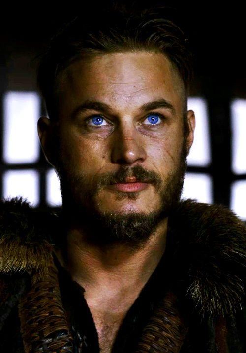 Ragnar Lothbrok. Those eyes!!! Mmm mmm mmm