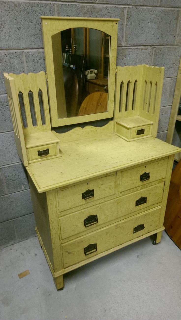 Edwardian Picket Fence Styled Dressing table. Was upcycled in current colours by previous owner and would be beautiful Painted Again . Very Heavy and solid and in Good condition. 125 Euros.