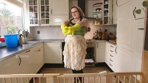 Ik ben een luie huisvrouw, daar kom ik ruiterlijk voor uit. Dit resulteert er in dat ik nooit al die schoonmaakmiddelen in huis heb die je nodig zou hebben voor al die verschillende klusjes. Ik probeer altijd van een nood een deugd te maken en… Lees meer