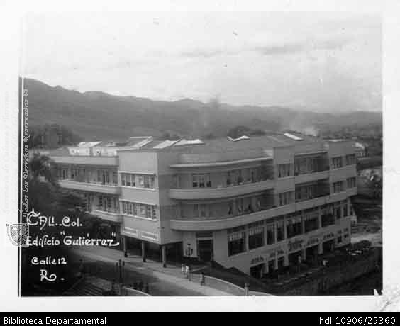 Edificio Gutierrez. fecha desconocida.PEDRO A RIASCOS. Edificio Gutierrez y 201035. OTRO: Biblioteca Departamental Jorge Garces Borrero, 1900. 8.5X10.