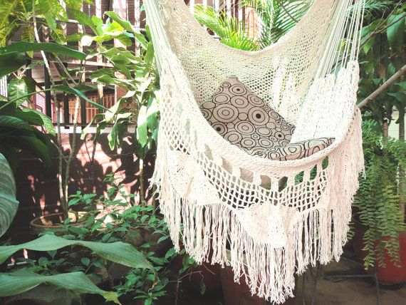 Beautiful Sitting Hammock, enjoy the color proposed for the net of the hammock: Beige, cosmic latte. The ideal to show off in the room or in the