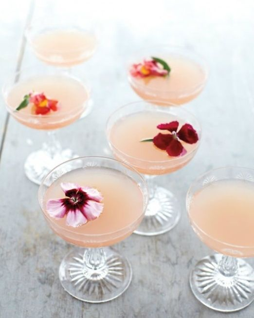 Inspiration for edible flower decorated wedding cocktails and drinks to delight your guests from Maddocks Farm Organics // The Natural Wedding Company