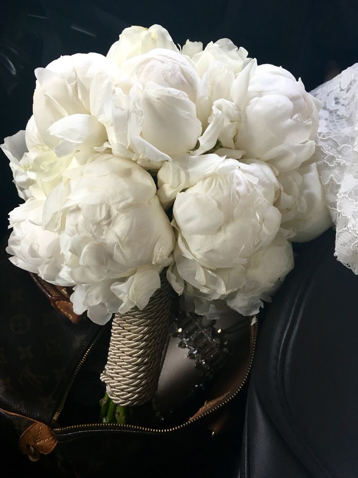 Peonies bouquet Luxe wedding Haute couture All white wedding Madame Claude Tain