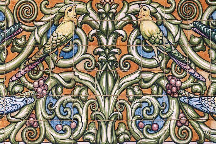 Rinasce l'esempio #Liberty viareggino con la riapertura di #VillArgentina che mostra sulla facciata una delle più significative pennellature in ceramica realizzata da Galileo Chini