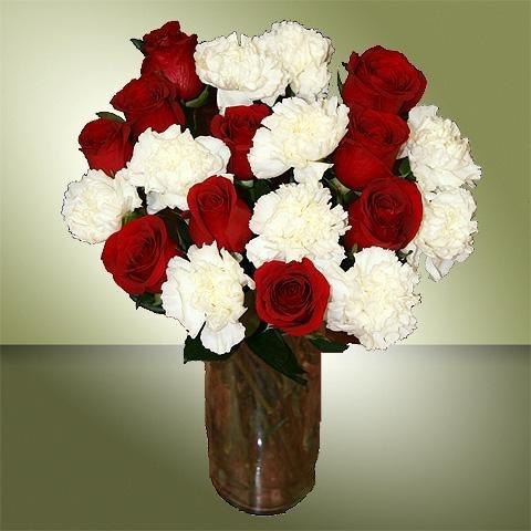 preciosa combinacin de 10 rosas rojas y 10 claveles blancos un magnfico ramo de flores