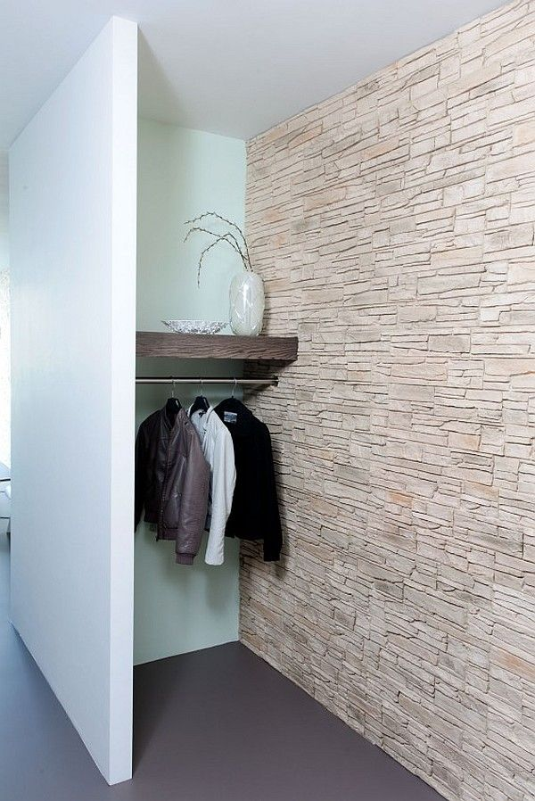 Garderobe mit natürlicher Steinwand in verschiedenen Qualitäten bei HTTP://HartWieGranit.com