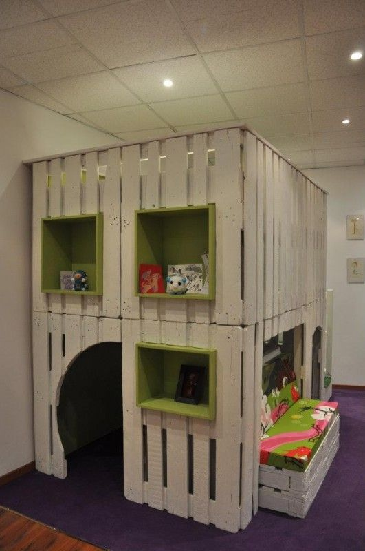 Beautiful pallet DIY project! Entire play  house as an indoor space for kids to play and/or read.