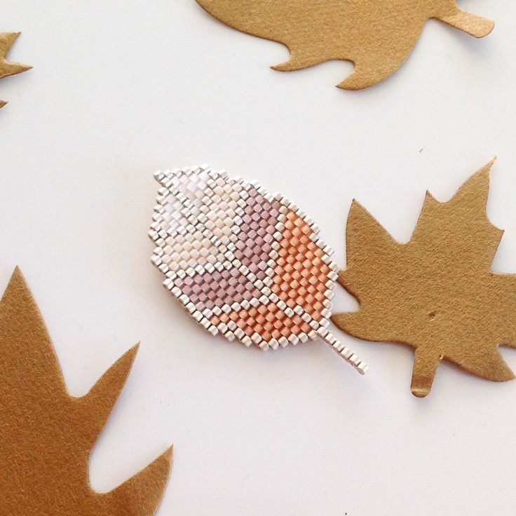 Petite broche cactus feuille d'automne en perles miyuki tissée à la main. : Broche par jolielili-creation