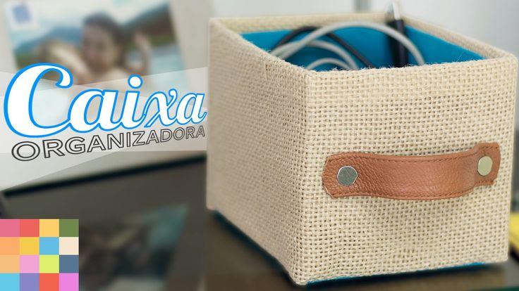 Nesse vídeo ensino a fazer você mesmo (DIY) uma caixa organizadora feita com caixa de papelão, de mercado, forrada por dentro com tecido. Veja mais no blog T...