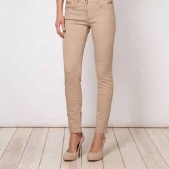 Forever 21 nude / tan skinny jeans size 25x31 Forever 21 nude / tan skinny jeans, size 25x31. These are fitted and comfortable. Double button detail makes them super cute. *Please note that I did cut out the front pockets as the outline on my legs bugged me (pet peeve!) but you cannot tell with them on.* Forever 21 Pants Skinny
