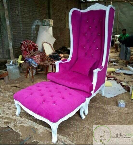 Kursi Sofa Santai Princes Syahrini adalah salah satu kursi santai yang dibuat dari bahan kayu berkulitas dengan busa jok kain yang sangat tebal dan empuk.