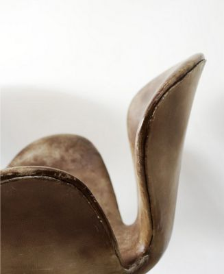 vintage Swan chair Leather Jacobsen
