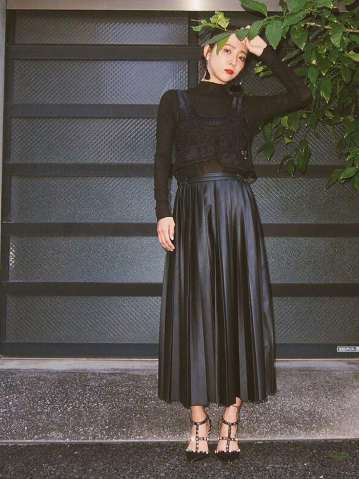 荻原桃子さんのスカート「MURUA 【MODE】フェイクレザーロングプリーツSK」を使ったコーディネート