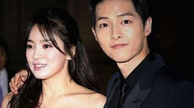 Demi Song Joong Ki, Song Hye Kyo Rela Terbang ke Tiongkok   Setelah sebelumnya kita mengetahui Romantisnya Song Joong Ki Lindungi Song Hye Kyo di Dunia Nyata, berita terhangat sekarang yaitu Song Hye Kyo akan pergi ke Tiongkok demi Song Joong Ki. Dengan berita ini kayaknya memang sudah tidak di ragukan lagi kecocokan mereka.  Song Joong Ki dan Song Hye Kyo menjadi fenomena sejak bermain dalam drama Descendants of the Sun. Kisah cinta Song Joong Ki sebagai Yoo Si Jin dan Song Hye Kyo menjadi