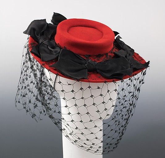 Love this gorgeous hat! Am definitely using it as inspiration for a new design. From The Met Museum, Bergdorf Goodman, 1944.