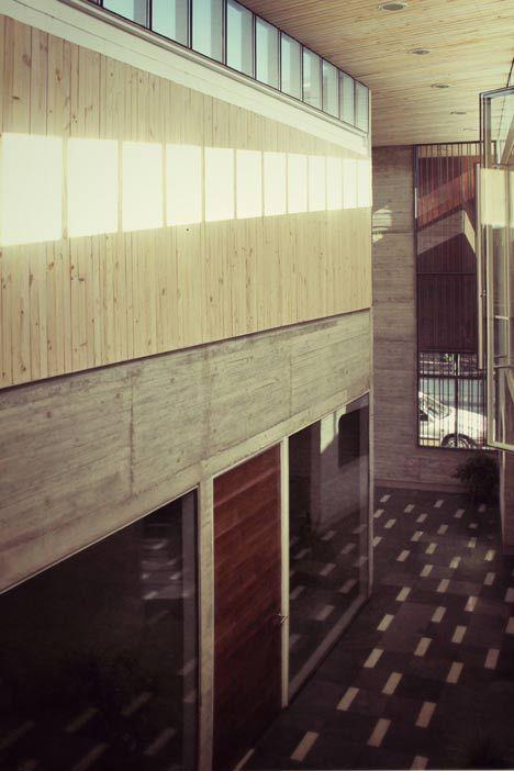 Administration Curricular Building Liceo María Auxiliadora de Linares by Surco Studio