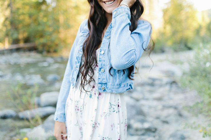 Wenatchee Senior Session | River Photo Session | What to wear to senior pictures | Senior Girl in Beautiful Floral Romper by the River | Senior Style Guide | Emma Rose Wenatchee Photographer | VSCO | Wenatchee Photographer-5.jpg