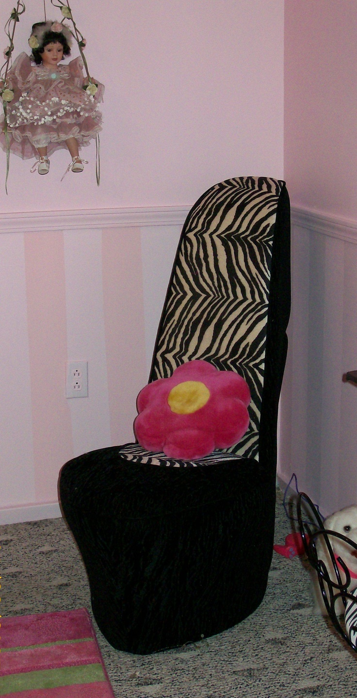 Stiletto shoe chair - High Heel Shoe Chair Works Perfect With This Theme