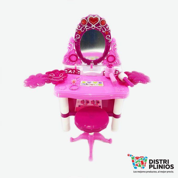 Hermoso tocador con accesorios, cepillo, secador a pilas AA, manillas, collar, silla e imitación de maquillaje el espejo tiene sonido y luz ideal para regalar. Medidas Alto: 71 cms Largo: 45 cms Ancho: 35 cms. Los precios de nuestro sitio web son al por mayor, el costo de los productos se incrementa en compras por unidad, cualquier inquietud comuníquese al 320 3083208 o al 3423674 o visítenos en la Calle 12 B # 8a – 03 Centro, Bogotá, Colombia.