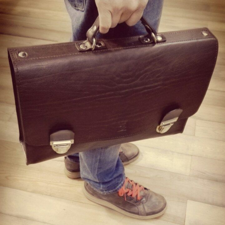 Customized briefcase in brown vegetable tanned leather!! Old style by el Mato
