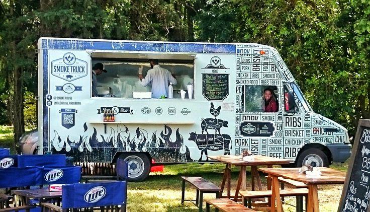 Food truck de Smoke Truck, especialista en ahumados americanos en Buenos Aires.