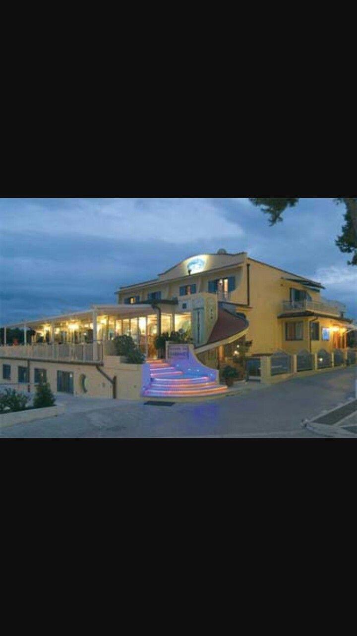 Il mio ristorante preferito si chiama IL GABBIANO e si trova a bacoli. È un ristorante di pesce davvero ottimo!