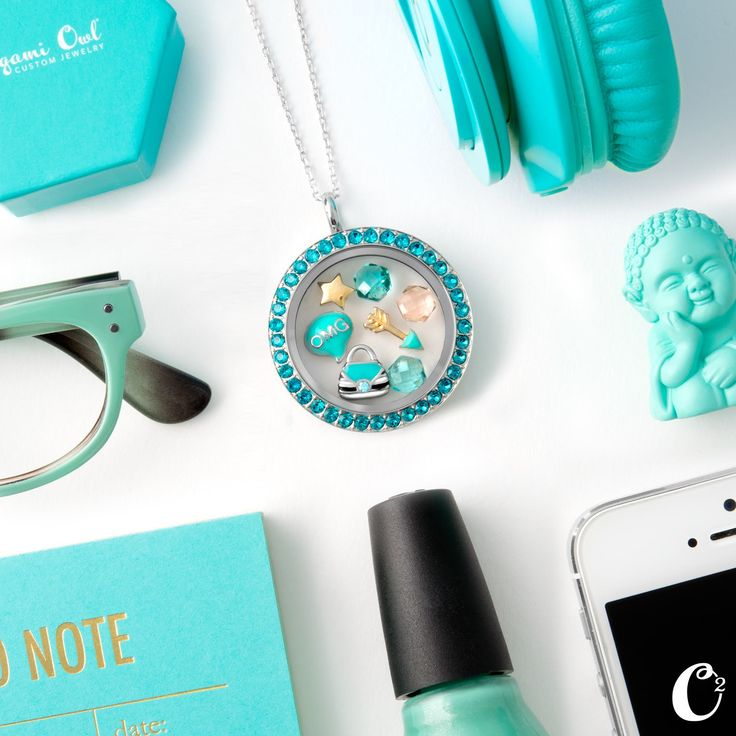 I'm OBSESSED with this Origami Owl aqua Swarovski crystal locket!! The face is only $18, the base is $16 and all charms are $5!  How awesome would this look with a gold dress for New Year?