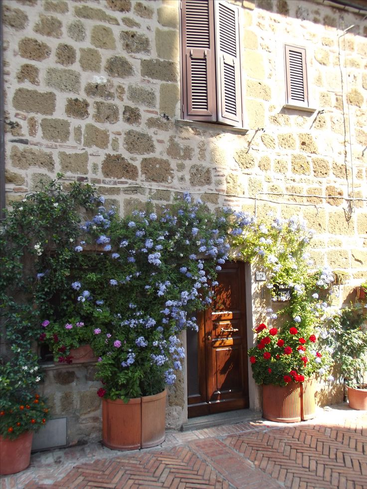 In front of an old Italian Herbalist's Shop,we feel so sorry about a Beauty Industry changing too fast and too radically.      http://erbeitalianskincare.blogspot.it/2015/07/in-front-of-old-italian-herbal-shopjust.html