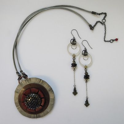 GARNET AND SILVER... Vintage button flower pendant of 1950's glass and molded plastic on fringed leather backing. Earrings of agate rings, pebble garnet and Hematite.