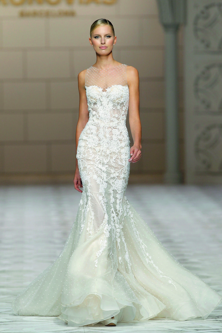 Clarisa Style. 2015 Pronovias Fashion Show