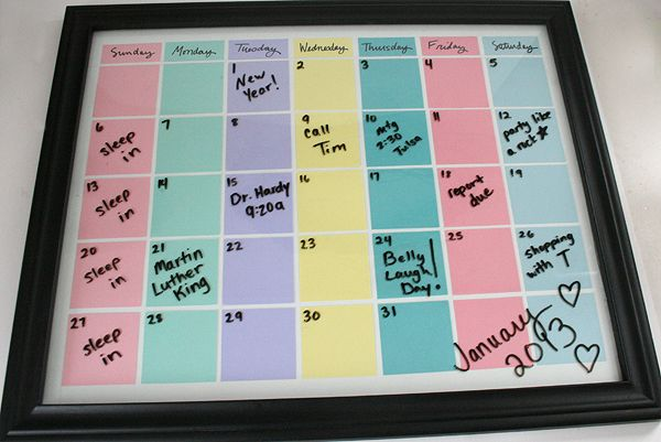Make a Reusable Calendar Using Paper and a Picture Frame! #crafts #calendar