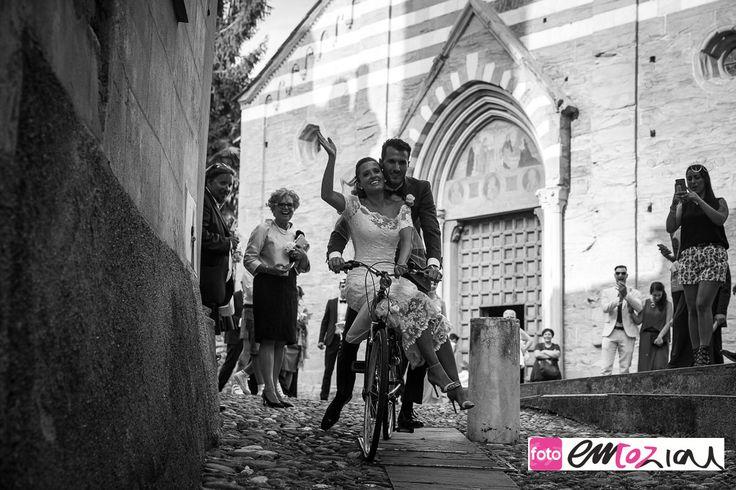 the bride and the groom at Basilica dei Fieschi in San Salvatore di Cogorno