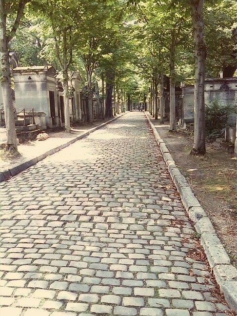 Day three: Pére-Lachaise cemetery!!! What a huge place! Beautiful atmosphere :) #ParisByDay