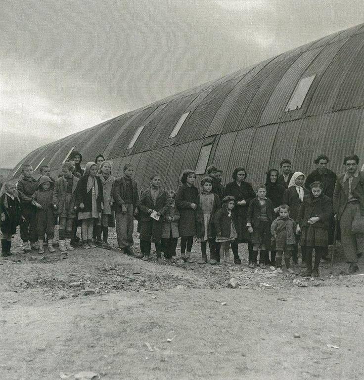 Εκτοπισμένοι του εμφυλίου σε τολ της Ηπείρου,1947-48.Φωτ.Βούλα Παπαιωάννου
